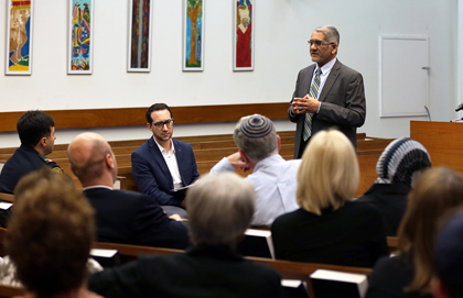 Prominent Toronto Synagogue Hosts Iftar