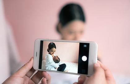 Motherhood in the Era of Smartphones